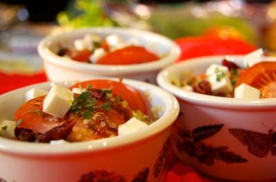Salade de quinoa à la grecque et aux canneberges séchées