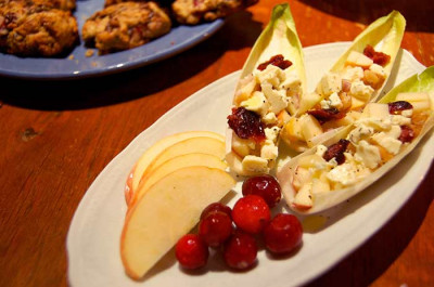 Salade d'endives, pomme et canneberges séchées